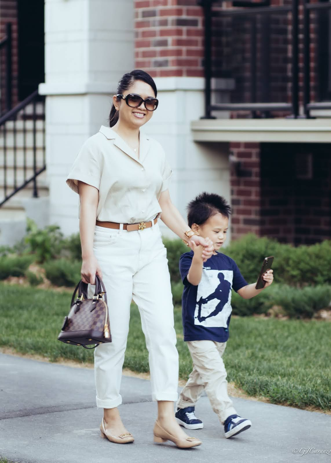 petite outfit_resort shirt_mom fit jeans_louis vuitton alma bb