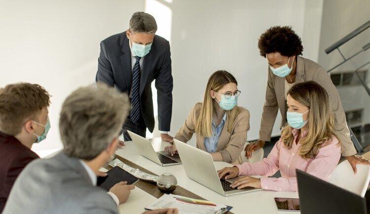 Oficinas y pandemia, un mercado corporativo que se conjuga en gerundio