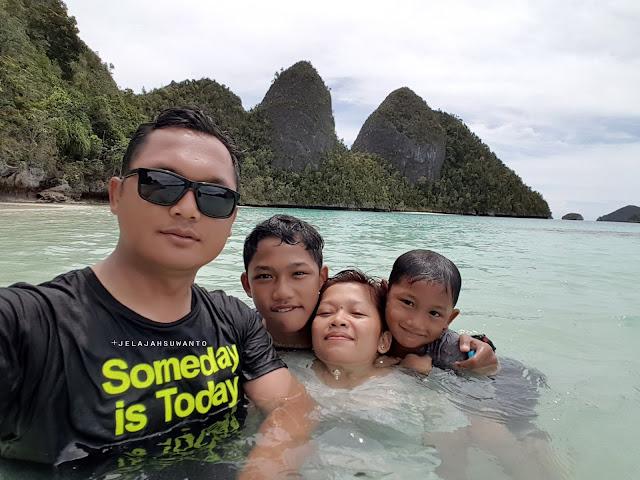 Salah satu aha momen traveling jelajahsuwanto, perairan Wayag, Raja Ampat | © jelajahsuwanto