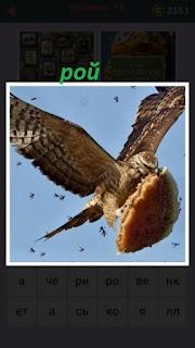 птица в полете несет пирожок а над ней настоящий рой пчел кружится
