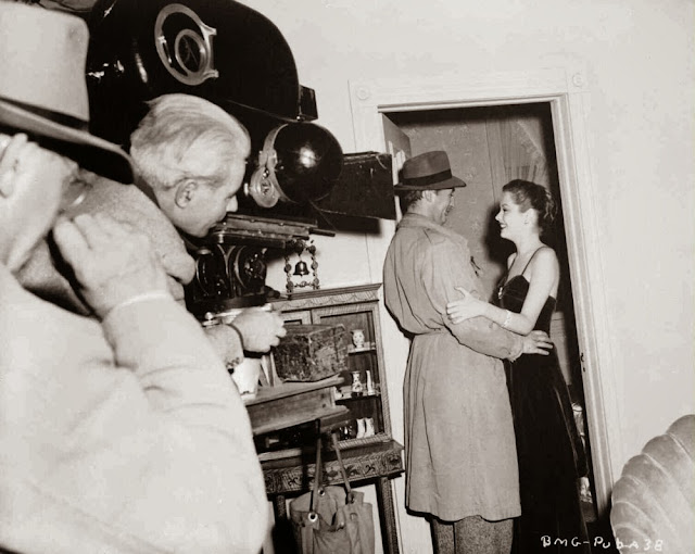 Robert Mitchum and Jane Greer on the set of Out of the Past (1947)