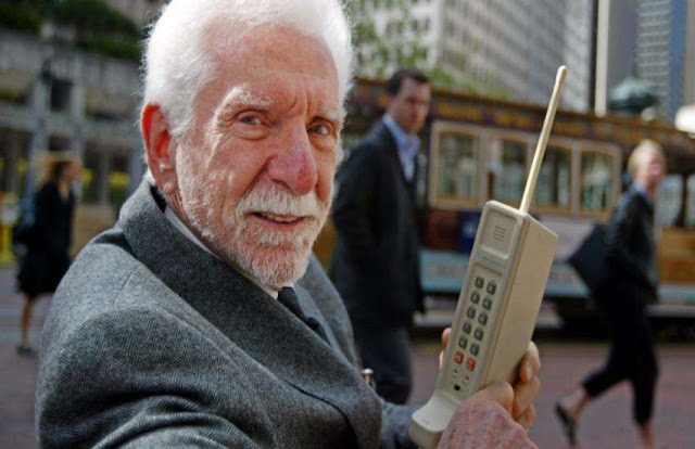 Worlds first mobile phone maker martin cooper