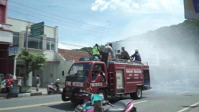 Jalan Protokol Disemprot Disinfektan Polres Banjar Dan Gugus Tugas Covid Kota Banjar