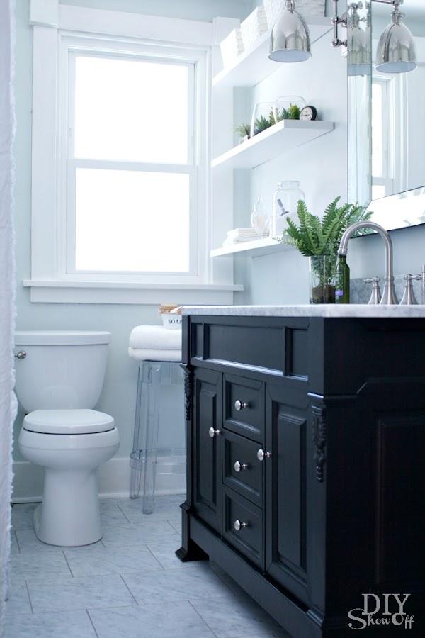 antes-y-despues-decoracion-bano-aseo-blanco-negro-estilo-nordico