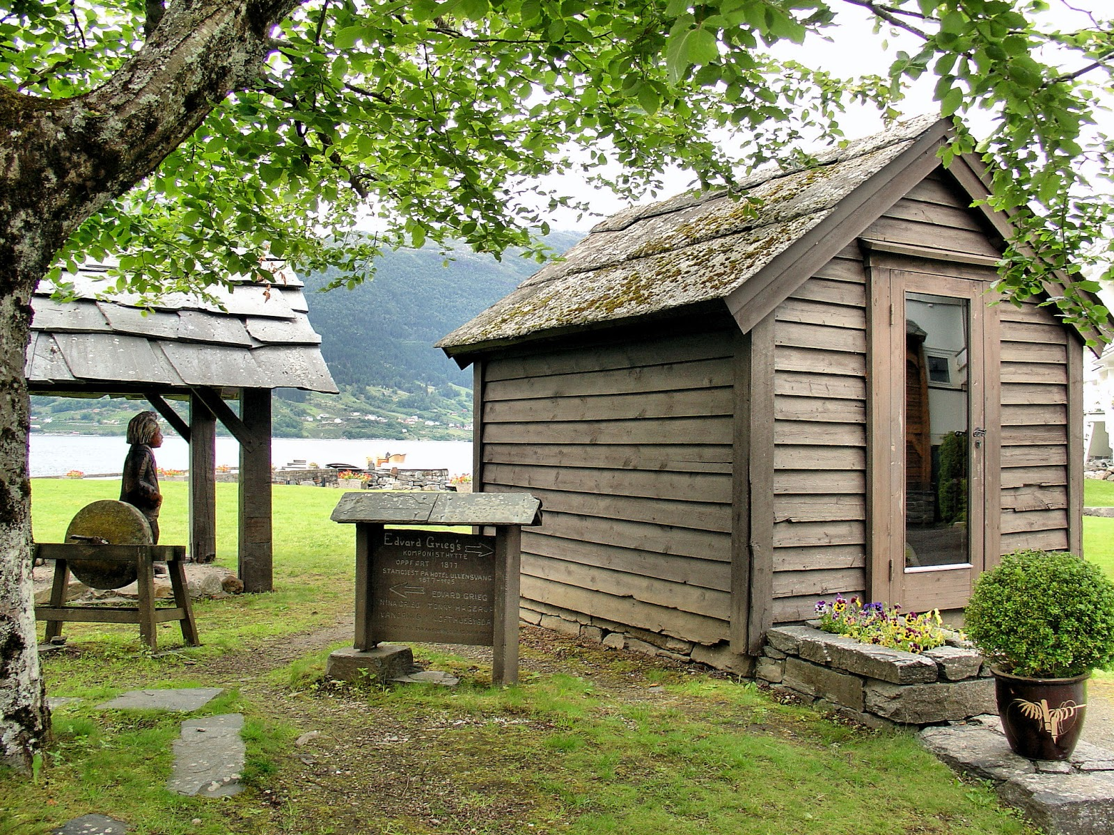 Edvard Grieg's hytte or hut was relocated to the gardens of the Hotel Ullensvang.