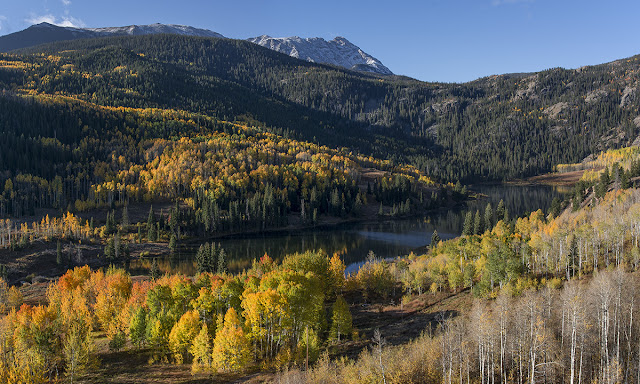 Cataract Lake Colorado in the fall with Autumn aspen foliage