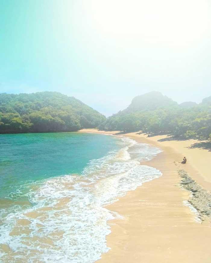 Pantai Sumenggung Malang