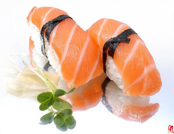 101 เมนูซูชิ ข้าวปั้นซูชิหน้าปลาแซลมอน, ซาเกะนิกิริ (Sake Nigiri)