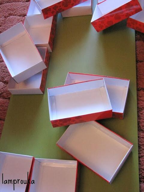 Φτιάξε ημερολόγιο Χριστουγέννων με κουτάκια.