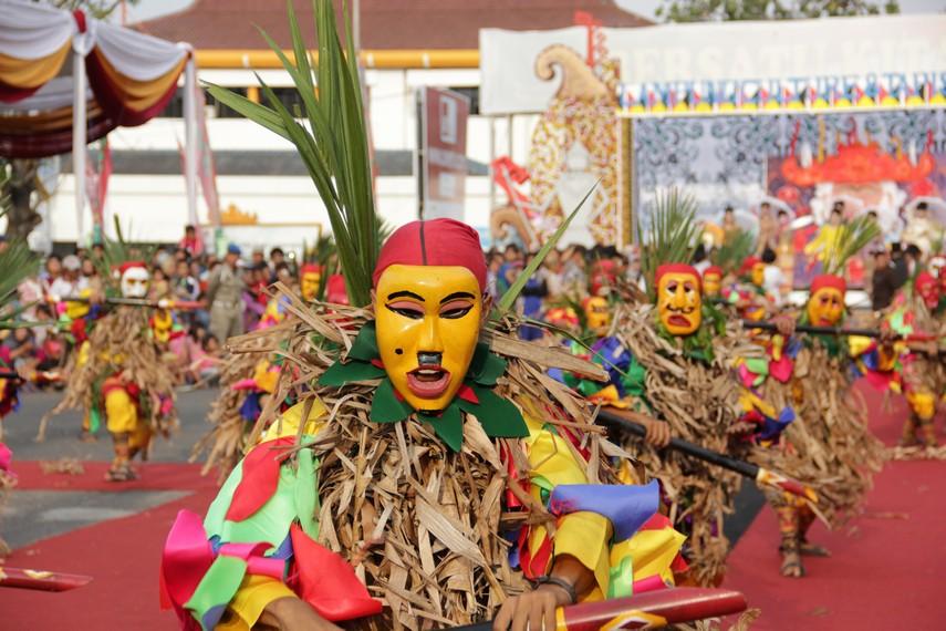 tari topeng di festival krakatau
