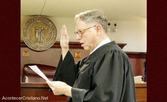 Juez Mitchell Nance niega adopción de niños a parejas gays en Kentucky