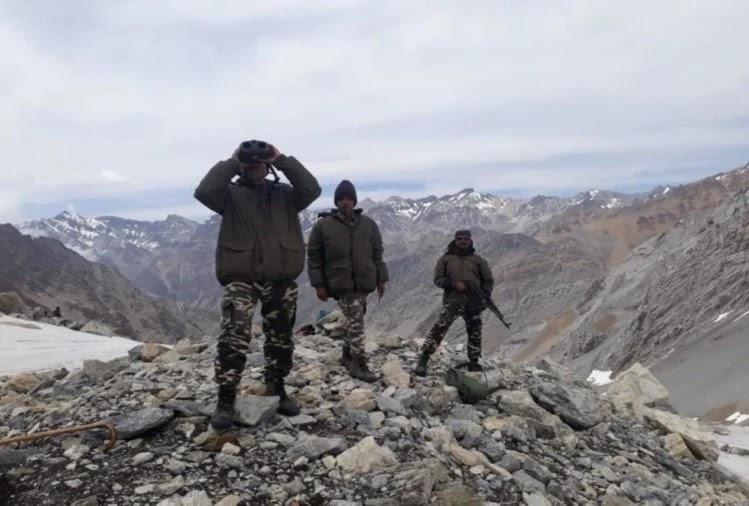 नेपाल सीमा पर तैनात जवान