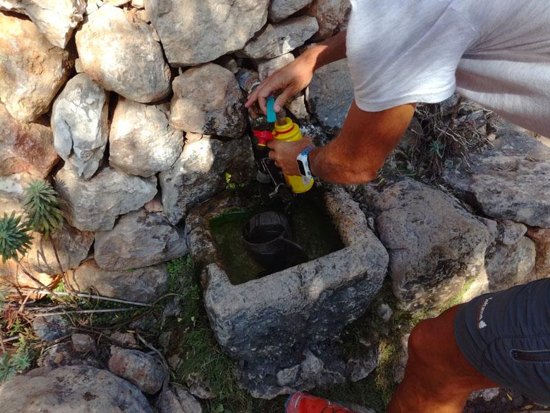 Fonte di acqua lungo El Barranco de Biniaraix