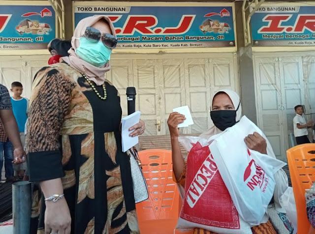 3000 Paket Ramadhan, Bantuan Hj Rizayati untuk Warga Miskin di Bireun  Aceh
