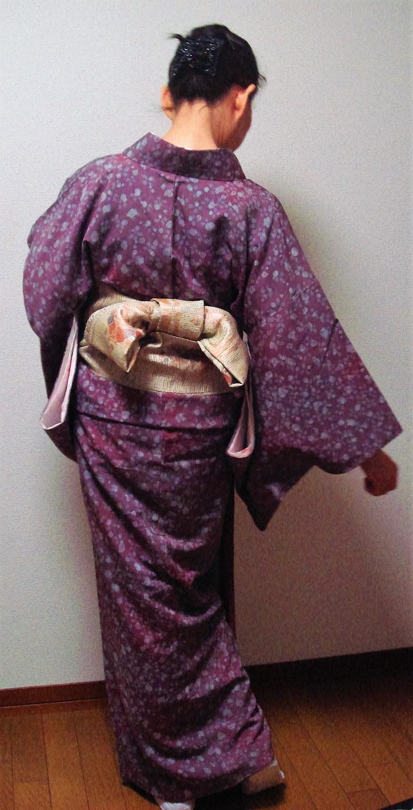 いわゆる紬着物とは違うロウケツ小紋に「うそつき袖」★リメイク半幅帯で文庫結び