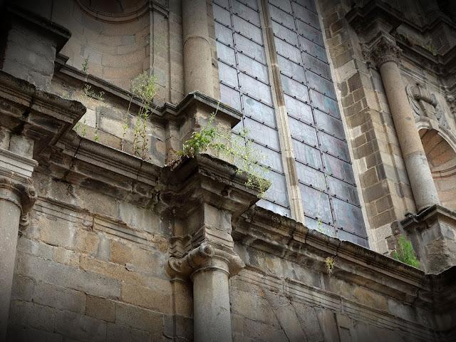 Il faut dire qu'il était temps... Le transept sud de l'Église Saint-Germain  - Été 2019 -  Photo Erwan Corre