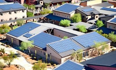 Tấm pin năng lượng mặt trời hiện đang rất phổ biến với các gia đình tại Mỹ