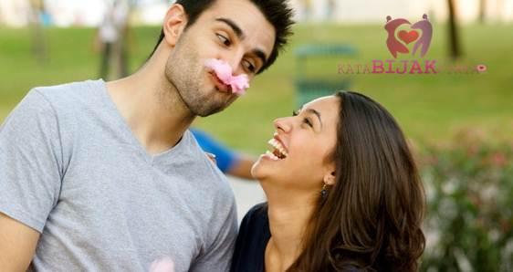 Cara Merayu Wanita Pada Pertemuan Pertama Dengan Humor dan candaan agar dia tertawa