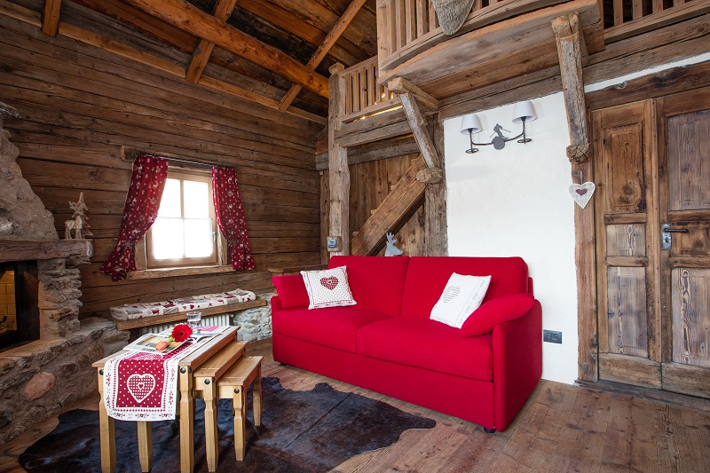 Divani e divani letto per case di montagna for Arredamento per case piccole