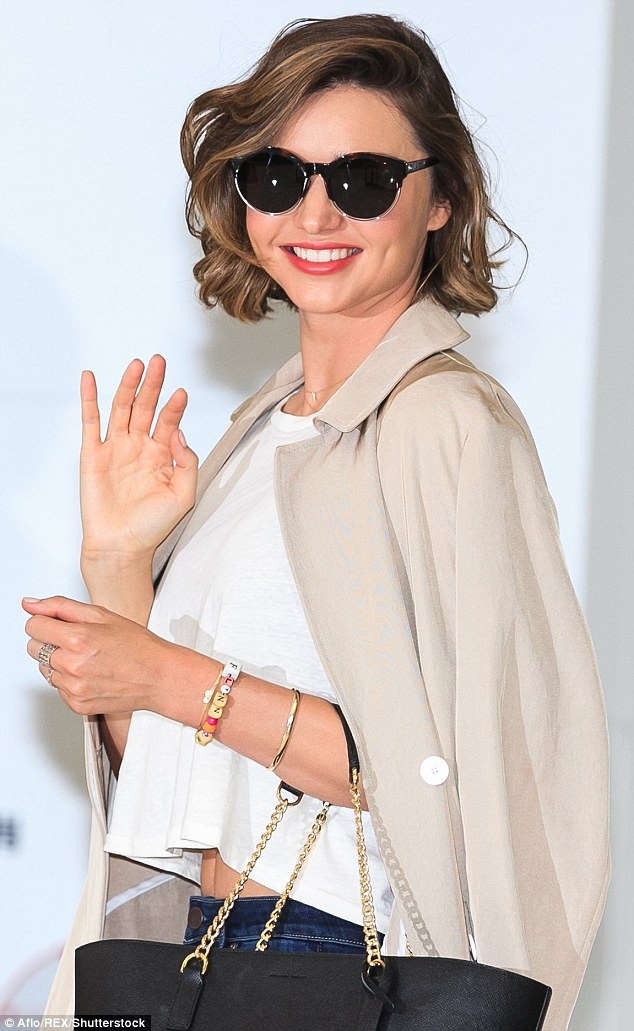 Miranda Kerr airport style, how to dress casually like celebrities