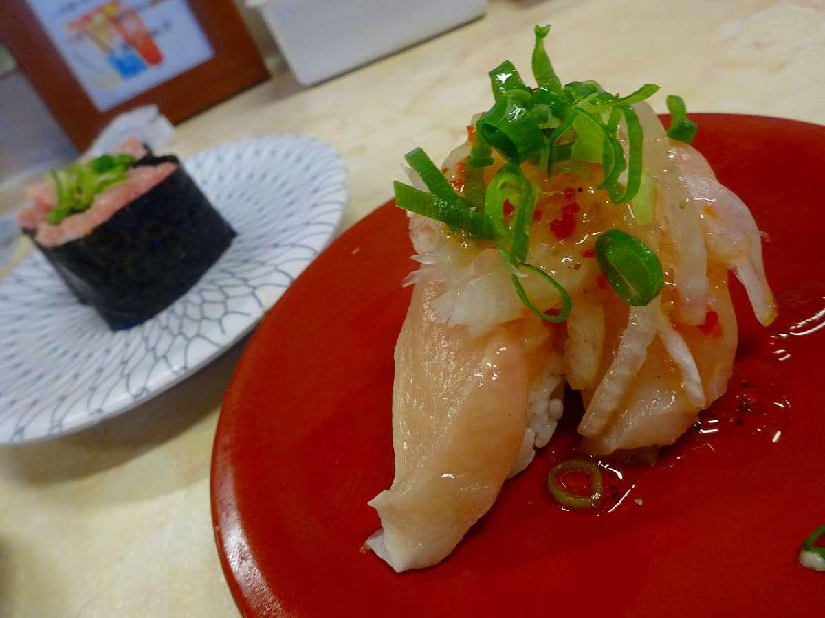 マグロのお寿司とねぎとろ軍艦。