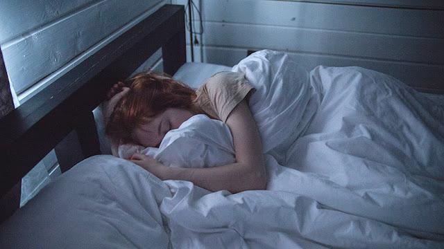 ¿Por qué dormimos? Revelan una importante conexión entre el sueño, las neuronas y el ADN