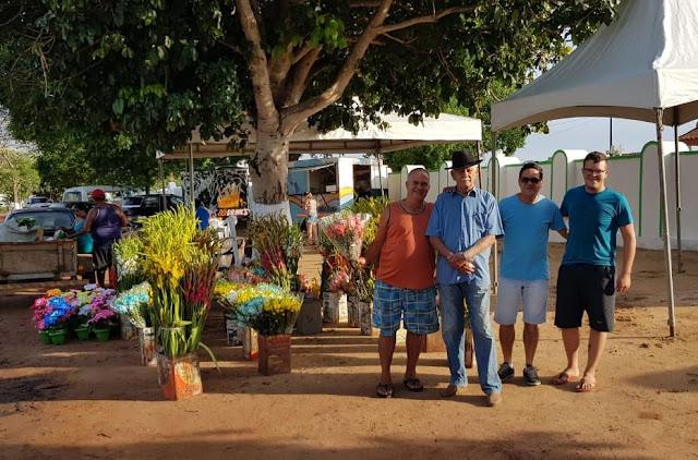http://vnoticia.com.br/noticia/3244-finados-milhares-de-pessoas-visitam-os-cemiterios-em-sao-francisco-de-itabapoana