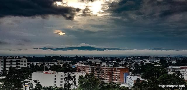 Final de tarde visto do meu quarto de hotel na Cidade da Guatemala