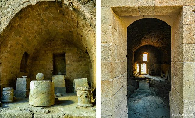 vestígios arqueológicos escavados na Acópole de Lindos