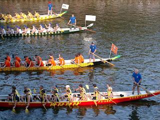 https://commons.wikimedia.org/wiki/File:Dragon_boat_race0476.JPG