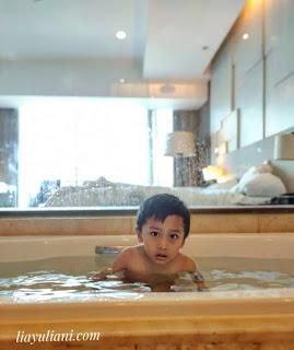 Berenang di Bathtub