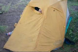 Pintu depan tenda