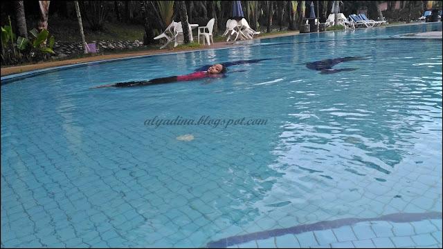 Kolam Renang Teluk Batik Resort