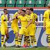 Dortmund vence fora de casa e segue na cola do líder Bayern; Leverkusen derrota o Gladbach no clássico