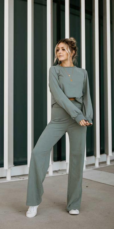 Transform your summer looks with these fashion-forward summer outfits for every summer occasion. Summer Outfit Ideas via higiggle.com | grey jumpsuit | #summeroutfits #fashion #style #jumpsuit