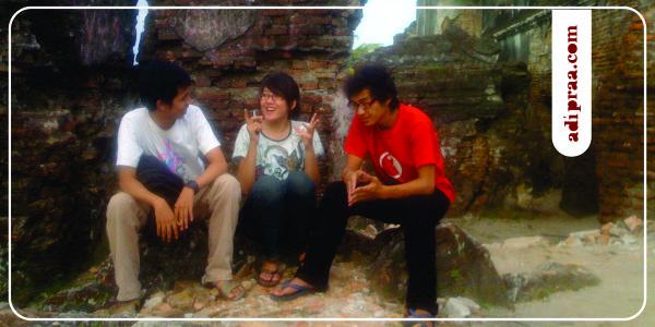 Bercengkrama bersama sahabat  di Pulo Kenanga Taman Sari | adipraa.com