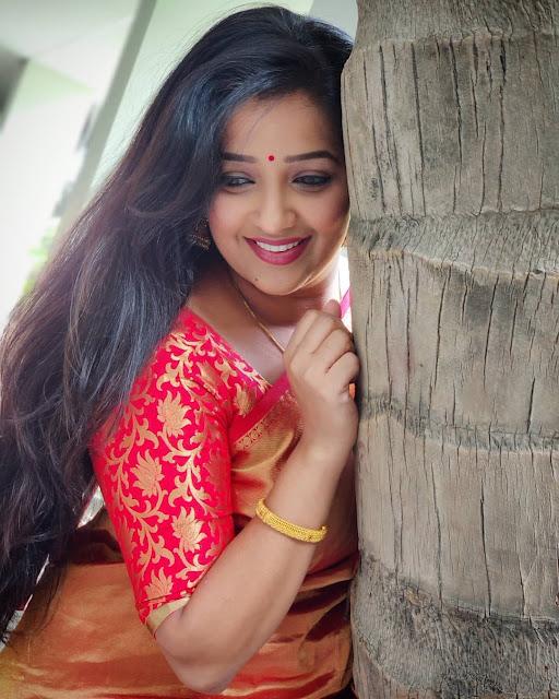 Apurva Nemlekar (Actress) Wiki, Bio, Age, Family, Movies, Serials, Husband and Many More