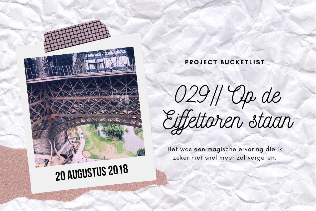 029 // Op de Eiffeltoren staan