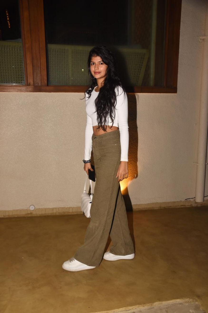 Bollywood-dimple-queen-Deepika-Padukone's-35th-birthday-celebration-pics
