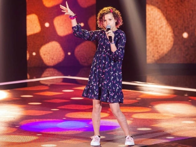 Analu Sampaio retorna ao vivo no The Voice Kids e precisa do nosso voto