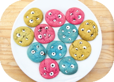 http://www.ablackbirdsepiphany.co.uk/2014/09/halloween-monster-eye-cookies-candy-eye.html