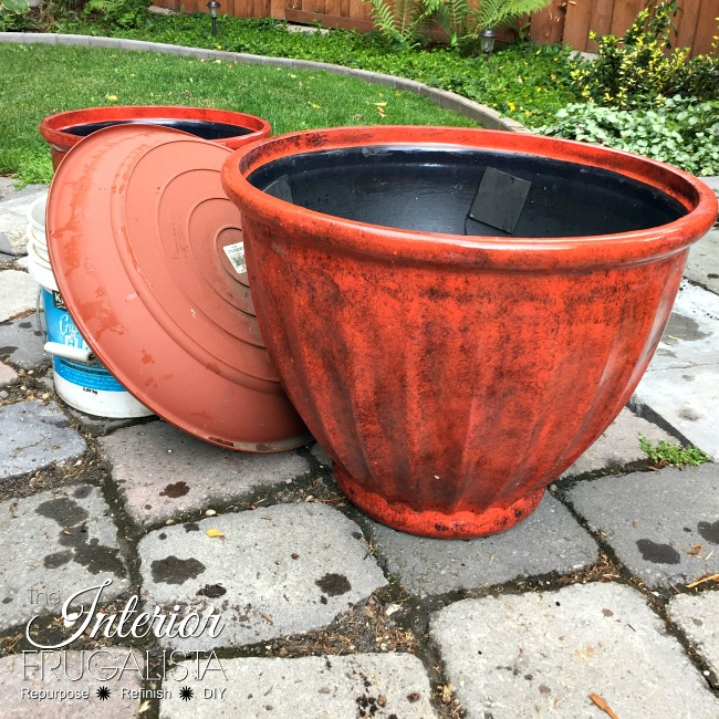 How to make a backyard solar plant pot water fountain in under fifteen minutes with stacked flower pots perfect for a deck, patio, porch, or balcony.
