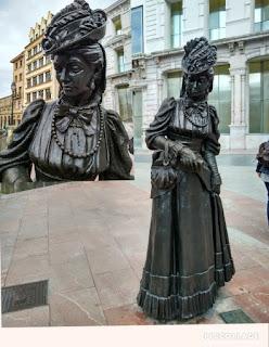 Escultura de dama en Oviedo
