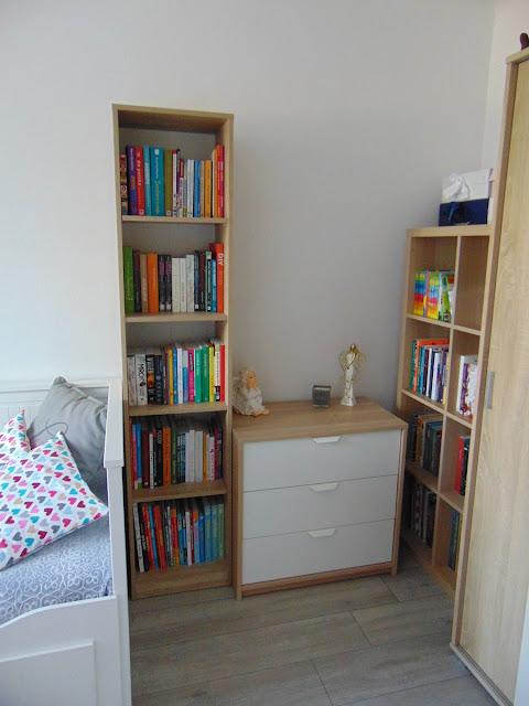 Wyposażenie pokoju mojej córki - Regał na książki w kolorze dąb sonoma
