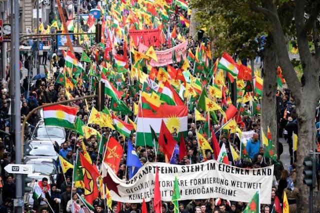 Κολωνία: 10.000 διαδηλωτές βγήκαν στους δρόμους υπέρ των Κούρδων