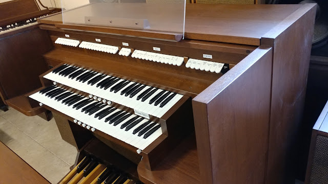 Used Allen MDS-11 organ - side view
