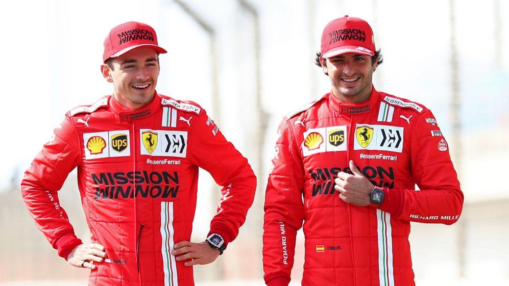 Os pilotos da Ferrari, Sainz e Leclerc, revelam o que aprenderam um com o outro após as 3 primeiras rodadas
