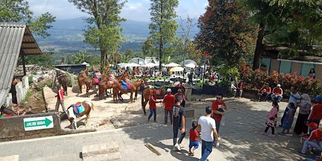 Candi Gedong Songo, Semarang Jawa Tengah - berkuda