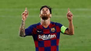 El futbolista Lionel Messi informó este viernes que jugará al menos un año más en el FC Barcelona