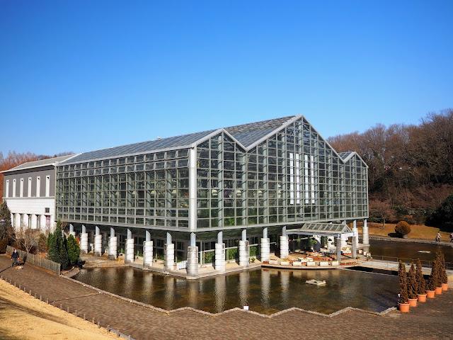 神奈川県立相模原公園。県内有数の大温室「サカタのタネグリーンハウス」